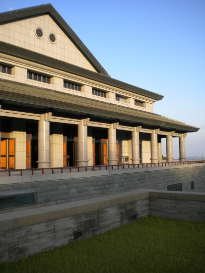 Main Buddha Hall (大雄寶殿) where morning and evening services take place
