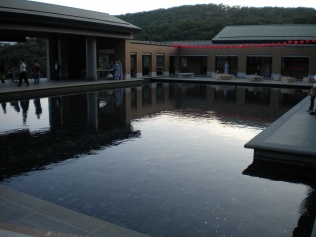 Wish Fulfilling Guanyin pond (祈願觀音池) at dusk