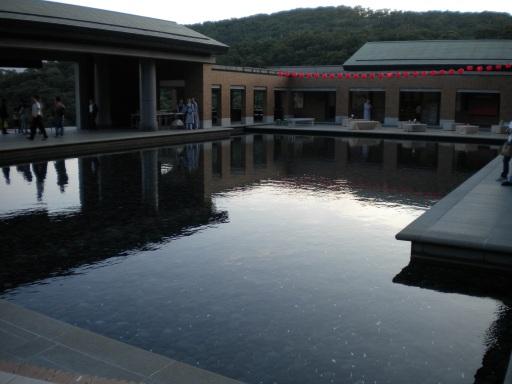 Wish Fulfilling Guanyin pond (祈願觀音池) at dusk