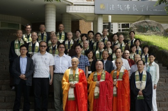 Abbot, president, faculty and students wearing the Bodhisattva gown (菩薩衣) on graduation day